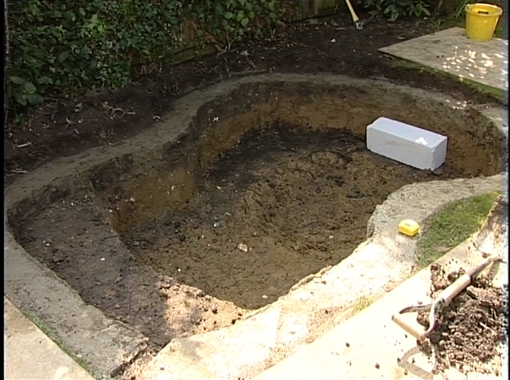 Aquajoy water gardens pond building video gordon low for Pond building supplies